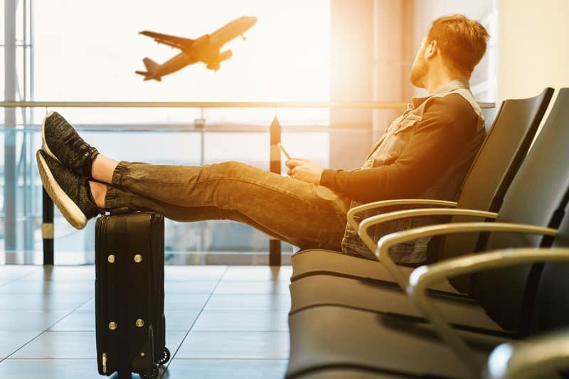 Reiseversicherung - Ungeschützt in den Urlaub Eine Studie über das Reiseverhalten der Europäer zeigt, dass immer weniger Bundesbürger Reiseversicherungen abschließen. Dabei muss dieser nicht teuer sein und spart im Ernstfall viel Geld und Ärger! Unterwegs kann viel passieren. Krankheit, ein verlorenes Gepäckstück oder  ein Unfall mit dem Mietwagen sind keine Seltenheit. Laut der Studie sinkt das Bedürfnis medizinische Notfälle abzusichern auf rund 55 Prozent  oder die Gepäckverlustversicherung auf rund 50 Prozent.  Im europäischen Vergleich fahren oder fliegen nur noch die Italiener, Portugiesen und Polen mit noch weniger Schutz, ohne Reiseversichung in den Urlaub!