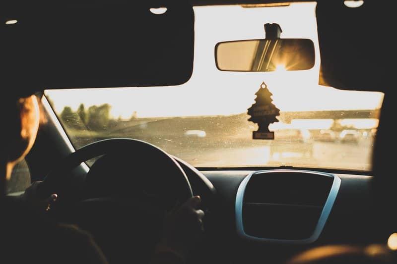 Wo Autofahrer aufgrund ihres Wohnorts und der Regionalklasse mehr bezahlen und wo gespart wird Die Versicherer haben ihre Tarife für Kfz-Versicherung an die Regionalklasse angepasst. Das hat zur Folge, dass viele Autofahrer mehr bezahlen und Beiträge angepasst werden! Jährlich werden 400 Zulassungsbezirke geprüft, wo Autofahrer  viele und teure Unfälle verursachen und wo es nur selten zu Schäden kommt. Der Gesamtverband der Deutschen Versicherungswirtschaft (GDV) berechnet daraus die Schadenbilanzen in Deutschland und teilt die Bezirke so in Regionalklassen ein.