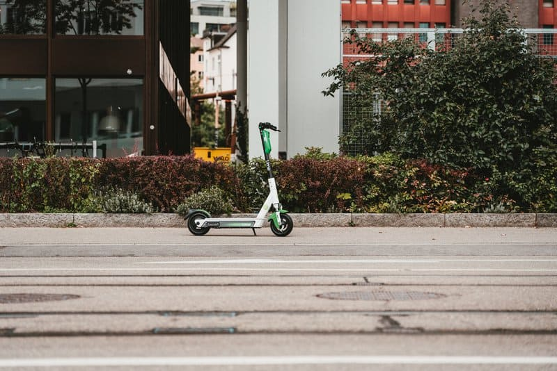 E-Roller richtig versichern und legal unterwegs sein