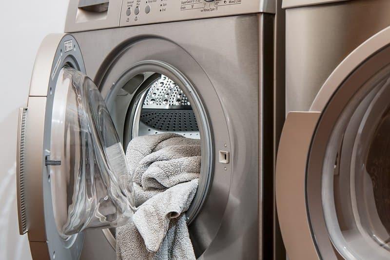Zahlt die Versicherung, den Wasserschaden, wenn der Besitzer seine Geräte in Abwesenheit laufen lässt?